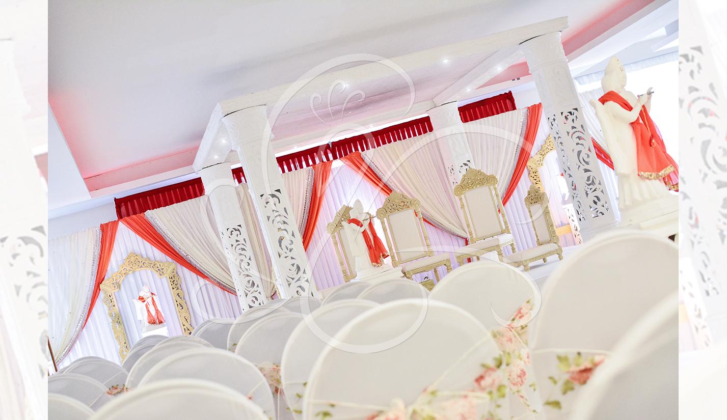 Elegant-White-Mandap-Set-Up